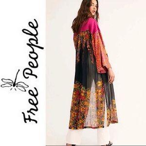 "NEW *RARE* FREE PEOPLE ""The Young Love"" Kimono"